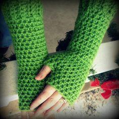 Encounters in Yarnia: Fingerless Gloves Crochet Pattern