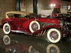 The Duesenberg Model J is a luxury automobile made by Duesenberg. Intended to compete with the most luxurious and powerful cars in the w. Classy Cars, Sexy Cars, Cars Vintage, Antique Cars, Vintage Auto, Austin Martin, Lanz Bulldog, Automobile, Us Cars