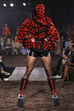 9fc968f836c0 Gareth Pugh Spring 2019 Ready-to-Wear Fashion Show Collection  See the  complete Gareth Pugh Spring 2019 Ready-to-Wear collection. Look 22