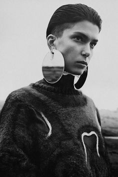 More space-y jewellery but this time with a kind of native American feel. No info but the original post lists Lulu Frost which is a NY-based jewelry line. Editorial Fashion, Fashion Art, Fashion Accessories, Fashion Jewelry, Contemporary Jewellery, Looks Cool, Mode Inspiration, Mode Style, Statement Jewelry