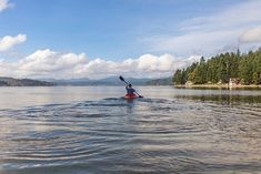 Why not give kayaking a try? Early fall is a great time to try new outdoor adventure sport. Kayaking is a great upper body work out and a great way to sight-see. Latina, Recreational Kayak, Memorial Park, Seen, Take Better Photos, Water Crafts, Outdoor Activities, Summer Activities, Viajes