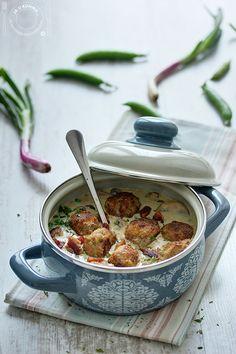 Ćuftice u krem sosu sa mladim graškom i šampinjonima (Ja u kuhinji...)