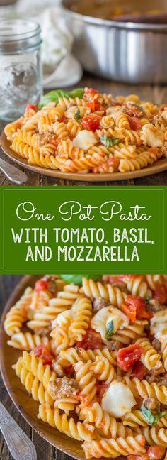 One Pot Pasta With Tomato, Basil, and Mozzarella