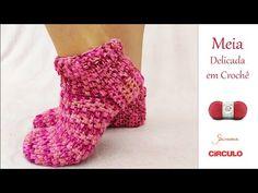 Knit Slippers Free Pattern, Knitted Slippers, Baby Blanket Crochet, Crochet Baby, Easy Crochet, Fingerless Gloves, Arm Warmers, Youtube, Knitting