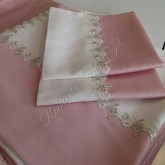 Perfect shabby chic bedding for your farmhouse decor. Sewing Projects For Kids, Sewing Crafts, Bed Covers, Duvet Cover Sets, Draps Design, Bed Cover Design, Ruffle Duvet, Girls Bedding Sets, Chic Bedding