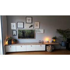 Besta tv meubel eikenhouten plank - Boomstam-tafels Best Dining Room Colors, Halloween Living Room, Tv Decor, Home Decor, Living Room Tv, Interior Design, Billy Bookcases, Ikea Kids, Tv Storage