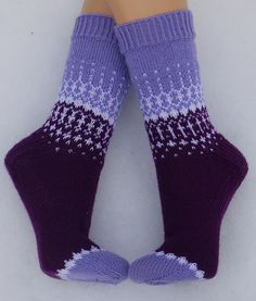 Ravelry: Project Gallery for Soxx No. 12 pattern by Kerstin Balke Fair Isle Knitting, Loom Knitting, Knitting Socks, Knitting Patterns Free, Free Knitting, Knit Socks, Crochet Socks Pattern, Crochet Yarn, Lang Yarns