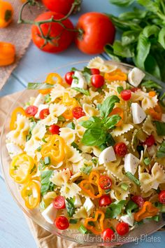 A Caprese Pasta Salad with a tangy roasted garlic balsamic vinaigrette. This family favorite is filled with fresh mozzarella, sweet cherry tomatoes and lots of basil! Salad Recipes Video, Pasta Salad Recipes, Entree Recipes, Healthy Dinner Recipes, Healthy Lunches, Tortellini, Orzo, Caprese Pasta Salad, Pasta Salad Italian