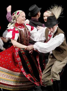 Chain Stitch Embroidery, Embroidery Stitches, Embroidery Patterns, Diy Embroidery, Hungarian Dance, Stitch Head, Costumes Around The World, Folk Clothing, Hungarian Embroidery