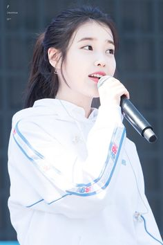 IU 180909 New Balance run on seoul Event Korean Beauty Girls, Korean Girl, Kpop Girl Groups, Kpop Girls, Iu Moon Lovers, Iu Hair, Warner Music, E Dawn, Iu Fashion