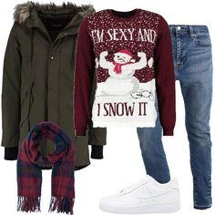 Look casual, composto da parka verde scuro con cappuccio abbinato ad un maglione rosso e bianco e ad un jeans blu skinny fit, sneakers basse bianche in pelle e sciarpa rosa e blu a scacchi.