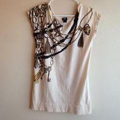 H&M graphic top Women's H&M graphic tee. Excellent condition!! Size X small fits like a small and is long enough to wear with leggings. H&M Tops Tees - Short Sleeve