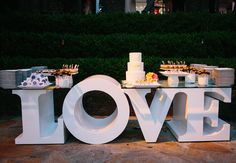 OK, this table is just plain cool!  A Cheerful Vintage Wedding Video (For A Playful Malibu Wedding!)