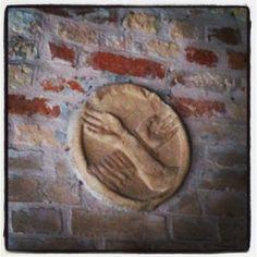 Le stimmate di Cristo e di San Francesco, nell'isola di San Francesco del Deserto. Poi andremo a vedere Ammiana e Costanziaca, le isole sommerse da cui ha avuto origine Venezia.