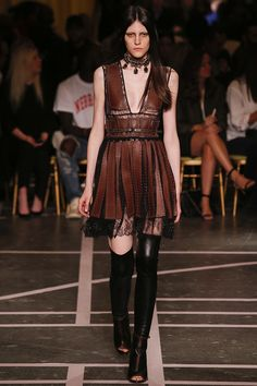 Givenchy 2015 Frühlingskollektion - Defileler / Fashion Shows - Damenmode Fashion Week, Runway Fashion, Fashion Show, Womens Fashion, Fashion Design, Fashion Trends, Paris Fashion, Fashion Spring, High Fashion
