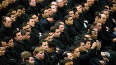 Opfer einer gierigen Organisation? Priester bei einer Papst-Audienz.