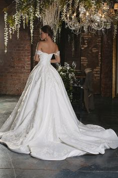 Charming Wedding Gown Collections For Your Personal Inspirations Now! See Our Website & Blog To Enjoy Our Superb Wedding Dress Photos.