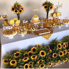 Sunflower garden cake future baby in 2019 girasoles, fiesta girasol, decora Sunflower Birthday Parties, Sunflower Party, Sunflower Cakes, Sunflower Baby Showers, Sunflower Garden, Sunflower Decorations, Sunflower Wreaths, Shower Party, Bridal Shower