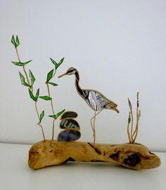 Figurine en ficelle de kraft armé et papier La Grue du Japon est un des plus grands oiseaux du monde. Son envergure peut atteindre 2,40 mètres ! On la retrouve dans de nomb - 18265817