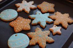 Украшение новогодних имбирных печеньев глазурью или, как принято называть, айсингом. Пошаговый рецепт с фотографиями от профессионала.