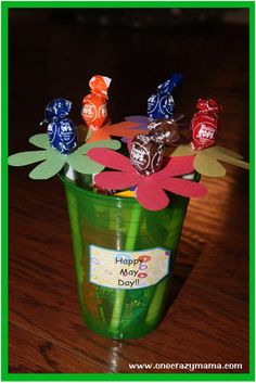 25 Most Adorable May Day Basket Pictures And Images Spring Crafts, Holiday Crafts, Holiday Fun, Holiday Decor, Crafts For Seniors, Crafts For Kids, Diy Crafts, Senior Crafts, May Day Baskets
