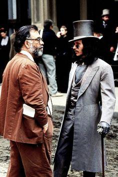 "Francis Ford Coppola and Gary Oldman confer on the set of ""Bram Stoker's Dracula"", 1992. Gary Oldman, Martin Scorsese, Alfred Hitchcock, Music Film, Film Movie, Stanley Kubrick, Costume Dracula, Films Cinema, Bram Stoker's Dracula"