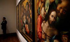 El artículo que acompaña al apellido del pintor flamenco conocido en español como el Bosco se escribe en minúscula. En las noticias relacionadas con el quinto centenario de la muerte del Bosco, su apellido aparece escrito muy a menudo precedido del artículo en mayúscula: «La pintura de Hieronymus Bosch, más conocido como El Bosco, sigue cautivando 500 años después» o «Visitará junto a los Reyes una exposición sobre El Bosco». Aunque el apellidooriginal del pintor era van Aken, se lo cambió…
