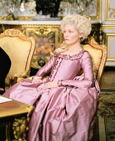 (Marie Antoinette) Historical discussion🌹 Question: Marie Antoinette - Poor soul with a loving heart or egoistic glamour Queen? 18th Century Dress, 18th Century Costume, 18th Century Fashion, Rococo Fashion, Vintage Fashion, Marie Antoinette Film, Mode Rococo, Le Bourgeois Gentilhomme, Sofia Coppola