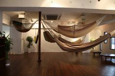 At the Mahika Mano cafe in Tokyo, chairs are out and hammocks are in. This business hosts a showroom for a hammock retailer, so you sway a bit as you hold a hot cup of coffee.