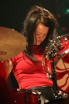 Meg White of The White Stripes (Photo by Barry Brecheisen/WireImage) Girl Drummer, Female Drummer, Meg White, Jack White, Much Music, Music Stuff, Drums Girl, Tedeschi Trucks Band, Greys Anatomy Memes