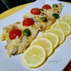 Orata sfilettata con mollica, pomodorini, olive e limone