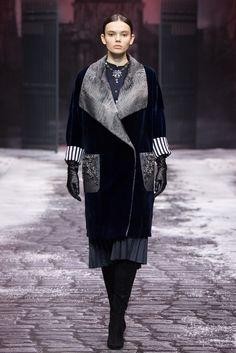 Catwalk Fashion, Fur Fashion, Winter Fashion, Fashion Outfits, Womens Fashion, Winter Outfits Women, Fall Outfits, Fur Jacket, Pattern Fashion