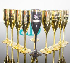"""Novidade Exclusiva:Taça Glamour 400 ml toda cravejada de Strass. Cores disponíveis: Rosa, Branca, Preta e Azul Tiffany. Taças Premium 170ml Cores disponíveis: laranja """"Veuve Clicquot"""", Azul """"Tiffany"""", Preta, Branca, Pink. Nossas taças team bride são personalizada de acordo com a sua necessidade. Taças de Champagne Luxo personalizada pra sua despedida de solteira.  Taças Prime …"""