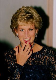 "June Princess Diana at the Luciano Pavarotti ""Concert of Hope"" for the Ty Hafan charity at he Cardiff International Arena, Wales. Princess Diana Pictures, Princess Diana Family, Royal Princess, Princess Of Wales, Lady Diana Spencer, Diana Fashion, Elisabeth Ii, Diane, Queen Elizabeth"