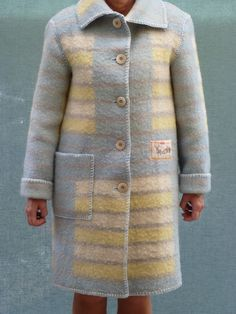 Zomerse jas van een gebruikte wollen deken. Ik maak ze in alle maten en kleuren. Het werk verslavend!