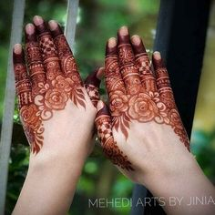 Celebrate this festival of love with unique and trendy karwa chauth mehndi designs for They will make your look stand-out on this festival. Khafif Mehndi Design, Indian Henna Designs, Floral Henna Designs, Latest Bridal Mehndi Designs, Full Hand Mehndi Designs, Henna Art Designs, Mehndi Designs 2018, Mehndi Designs For Beginners, Mehndi Designs For Girls