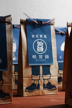 This ticks all the boxes. Elegant and clever packaging design for Japanese Maekake aprons