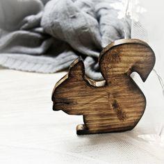 """Ozdoba świąteczna """" drewniana wiwóreczka""""  http://bogatewnetrza.pl/pl/p/Ozdoba-swiateczna-Wiewiorka-z-drewna/406"""