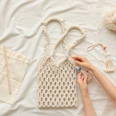 Making a macrame net bag without tools , Macrame Design, Macrame Art, Macrame Projects, Macrame Knots, Micro Macrame, Macrame Jewelry, Jewelry Knots, Chunky Knitting Patterns, Diy Tote Bag