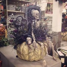 Great Halloween display from Michaels. My Michaels doesn't look like this! Casa Halloween, Halloween Trees, Halloween Projects, Halloween Design, Holidays Halloween, Halloween Pumpkins, Happy Halloween, Halloween Party, Halloween Flowers