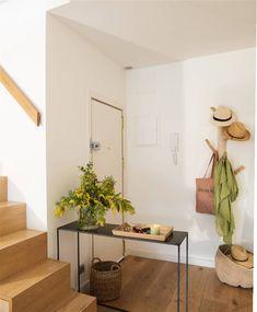 20 λάθη που κλέβουν μετρητές στο σπίτι και πώς να τα αποφύγετε Small Space Living, Small Spaces, Entrance Decor, Home Economics, Motif Design, Mudroom, Ideal Home, Entryway Bench, Oversized Mirror