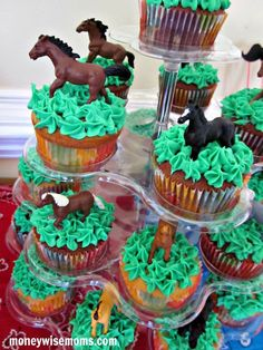 Horses in grass cupcakes