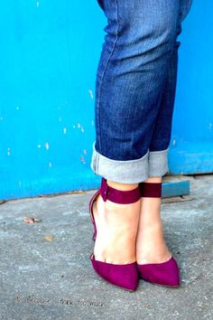 cuffed jeans and berry colored Zara heels Jean À Revers, Zara Heels, Colorful Heels, Cuffed Jeans, Beautiful Shoes, Boyfriend Jeans, Me Too Shoes, Style Me, Cool Outfits