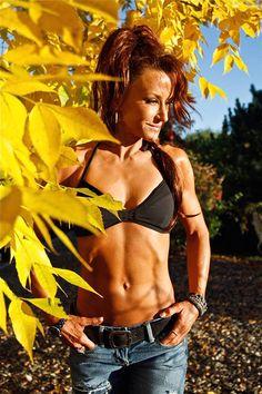 Over 40 Amateur Of The Week: Sandra Lives In Hard Body Heaven! - Bodybuilding.com