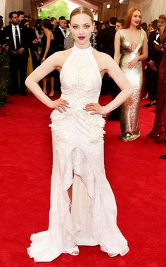 Amanda Seyfriend stunned in this white Givenchy Haute Couture ruffled gown at the 2015 Met Gala