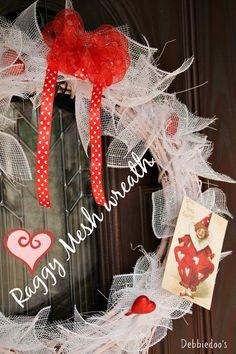 Valentine's mesh wreath from @micmanno