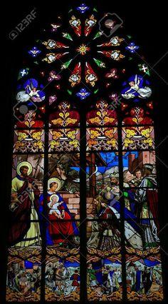 Vetrata raffigurante l'Epifania, la visita dei Re Magi a Betlemme, nella cattedrale di Tours, Francia.