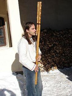 La fujara, una flauta muy larga con tres agujeros que tocan tradicionalmente los pastores de Eslovaquia, es considerada como un elemento integral de la cultura tradicional de Eslovaquia central