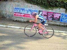 Cintia Tobar, triatleta, é roubada durante treino em Campinas e perde bike de R$ 10 mil.