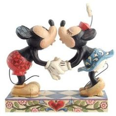 Lord Collectables 4013989 Jim Shore Disney Traditional Smooch For My Sweetie Deco Disney, Art Disney, Disney Home, Disney Fun, Mickey Minnie Mouse, Disney Mickey, Disney Pixar, Figurine Disney, Disney Valentines